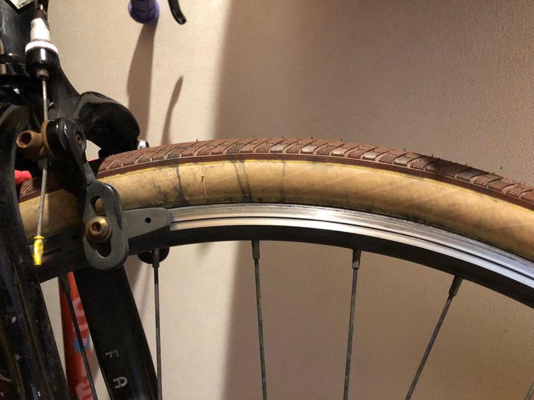 自転車カラータイヤ掃除